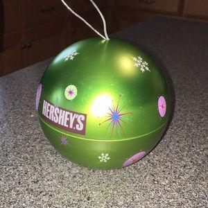 Rare Hershey tin lime green ornament. Vintage GUC